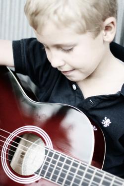 George_guitar_2